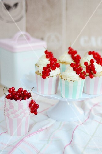 Coconut cupcakes with redcurrants