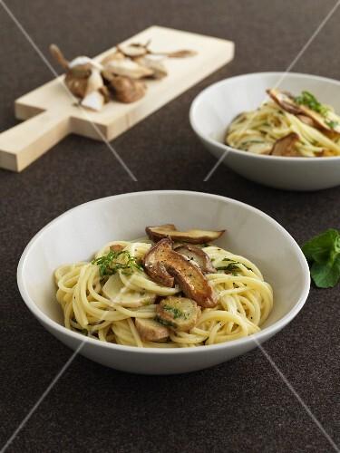 Spaghetti alla chitarra with porcini mushrooms and mint