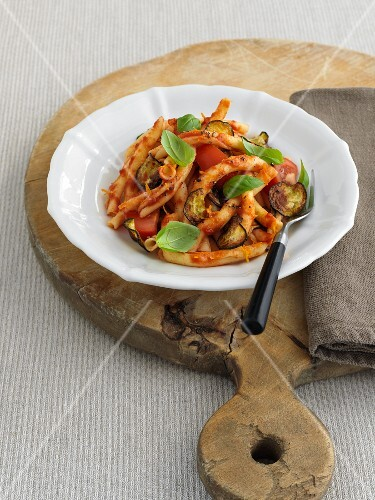 Strozzapreti with tomatoes, courgette and basil