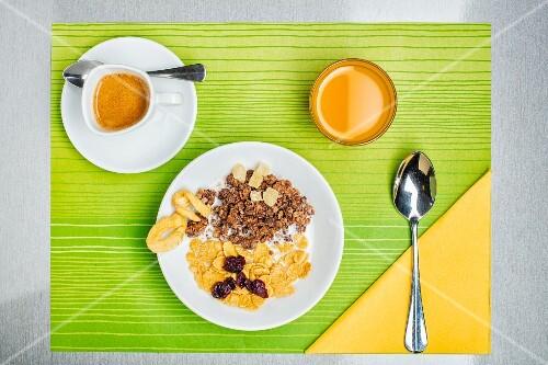 A breakfast of muesli, espresso and orange juice (seen from above)
