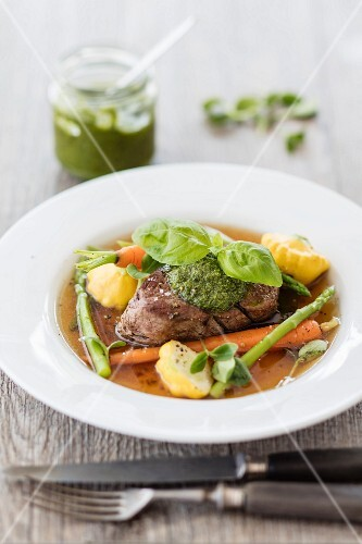 Beef fillet in broth with vegetables and pesto