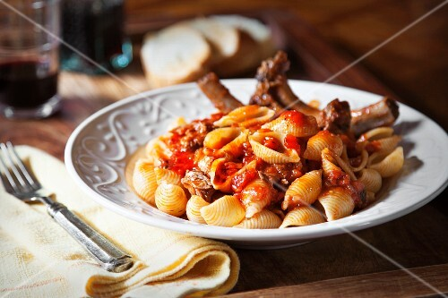 Pasta shells with pork ribs and tomato sauce