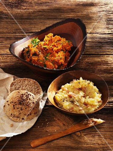 Onion dripping and carrot spread (vegetarian)