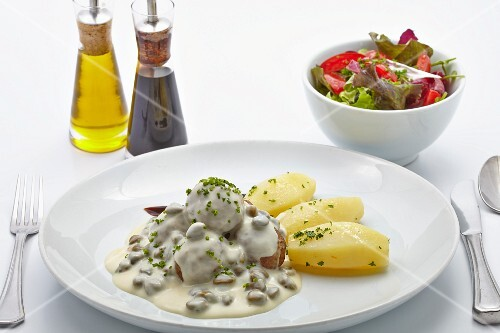 Königsberger Klopse (meatballs in a white sauce with capers) with salted potatoes and a salad