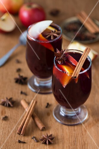 Mulled wine with oranges, apples and spices