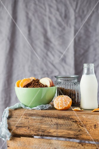 Muesli with milk, apple and mandarins