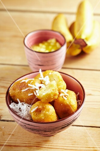 Fried bananas with pineapple sauce