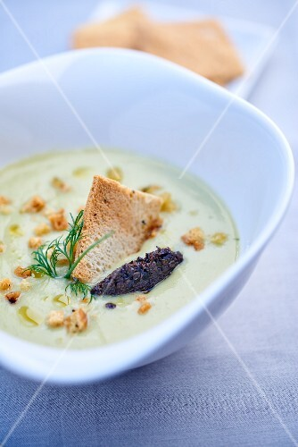 Fennel soup with toast