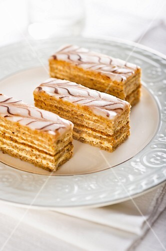 Esterhazyschnitten (Asutrian cream cake slices)