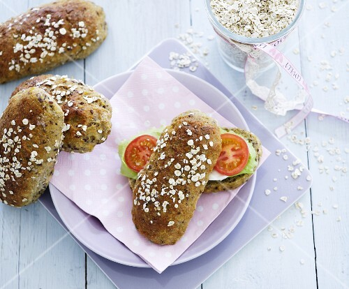 Tomato and lettuce on oat rolls