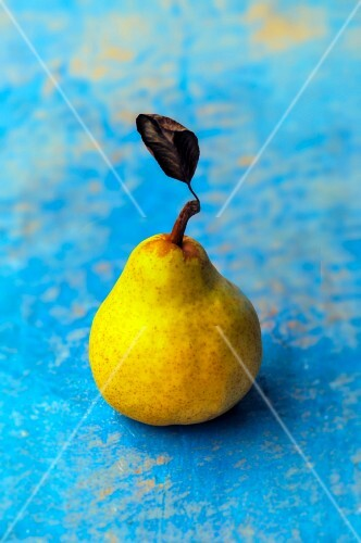 A pear with leaf