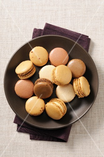 Macaroons in a brown bowl