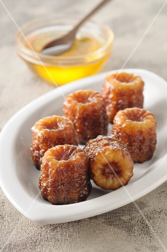 Canneles with honey