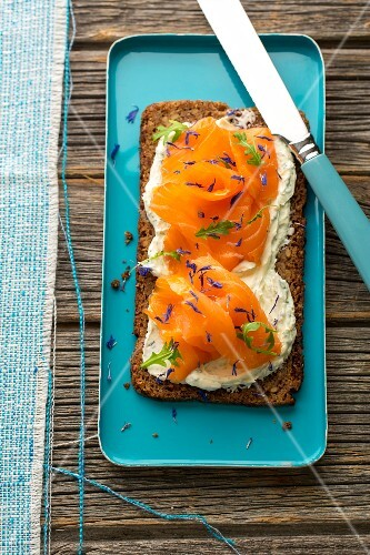 Wholemeal bread with herb cream, smoked salmon, rocket and dried cornflower leaves