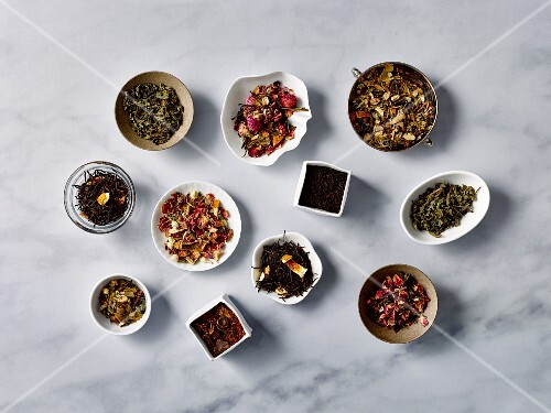 Various types of tea in bowls (seen from above)