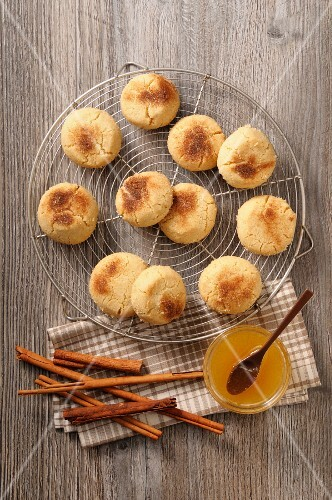 Mantecaos (deep-fried Spanish pastries) with cinnamon