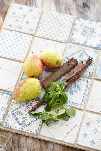 Lamb's lettuce, pears and cinnamon stick