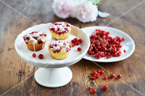 Iced redcurrant muffins