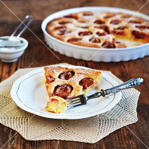 Plum cake dusted with icing sugar