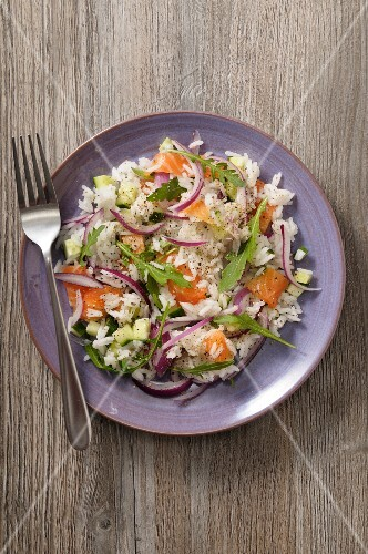 Rice salad with smoked salmon and onions