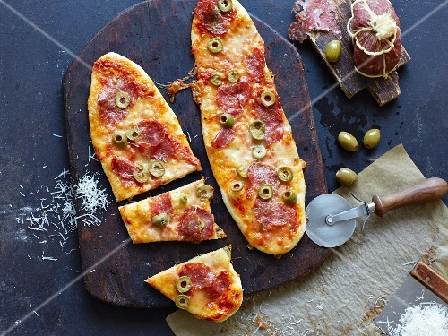 Pizzas with fennel salami and olives