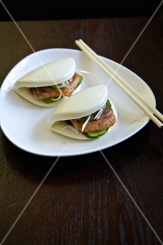 Steamed buns with duck breast (Thailand)
