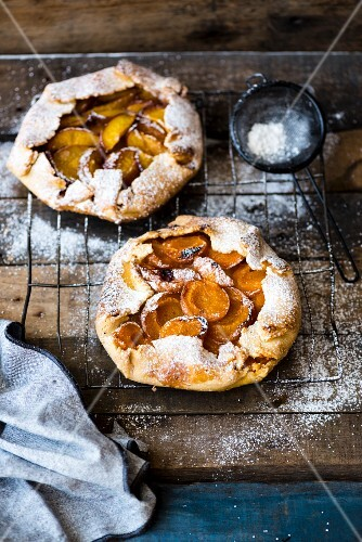 Rustic galettes with fruit and icing sugar