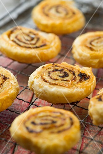 Spicy cheese whirls