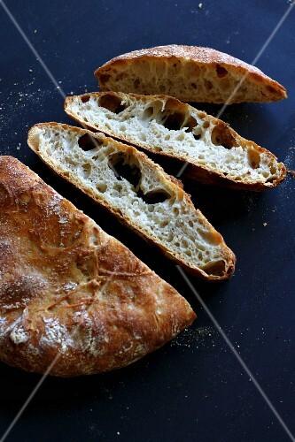 Sliced pot bread