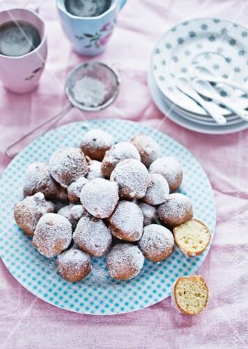 Mini doughnuts with icing sugar