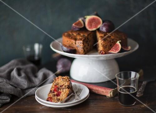 Fruitcake with fresh figs