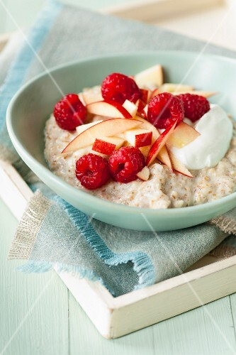 Porridge with apples and raspberries