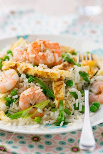 Fried rice with prawns and peas