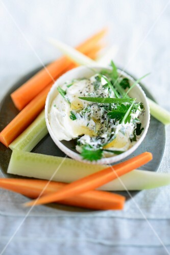 Herb quark with vegetable sticks