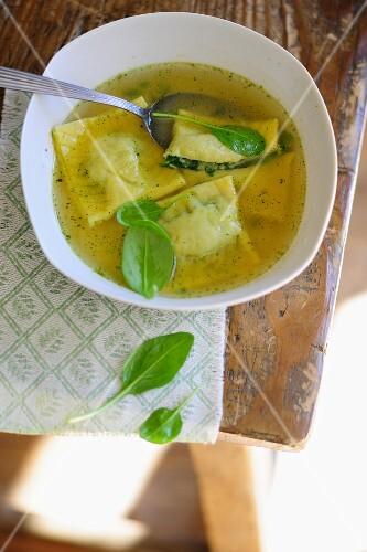 Spinach ravioli in vegetable broth