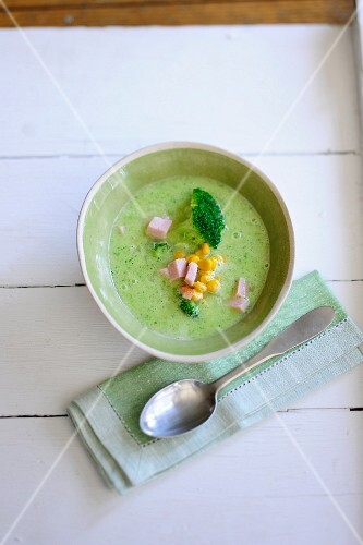 Courgette soup with broccoli, ham and sweetcorn