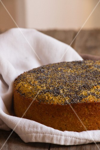 Tahini cake with poppy seeds