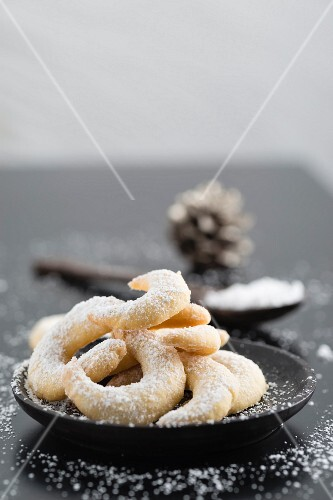 A plate of vanilla crescent biscuits