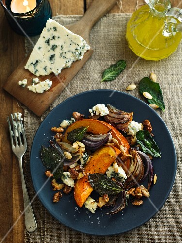 Salad with roasted squash, walnuts, onions and blue cheese