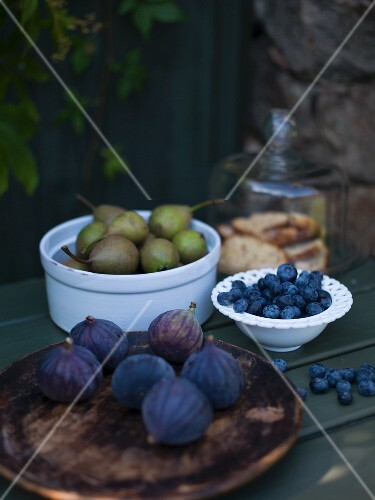 Fresh figs, blueberries, pears and biscuits