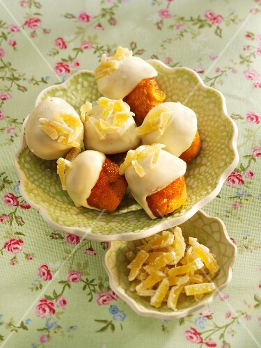 Ginger muffins with white chocolate