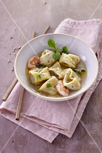 Tortellini soup with prawns (Thailand)