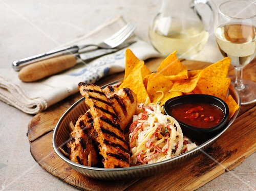 Ribs with coleslaw and tortilla chips