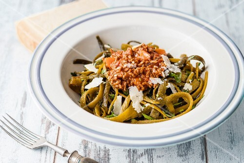 Seaweed pasta with Bolognese sauce
