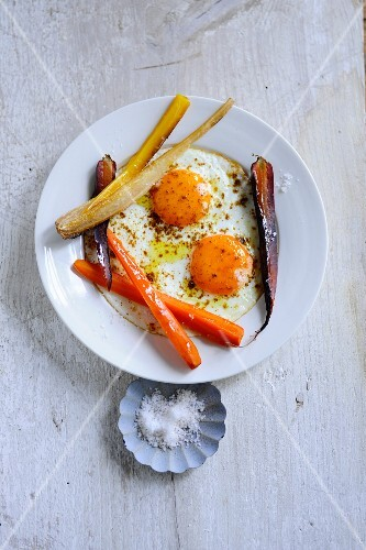 Fried eggs with roasted carrots