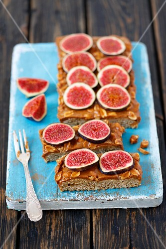Vegan cake with peanut butter and fresh figs
