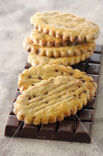 Sable biscuits with chocolate