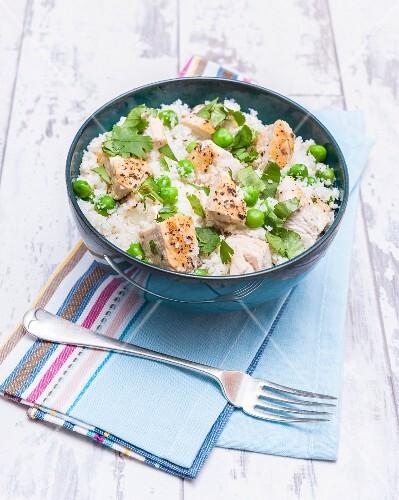 Rice with cauliflower, peas and chicken