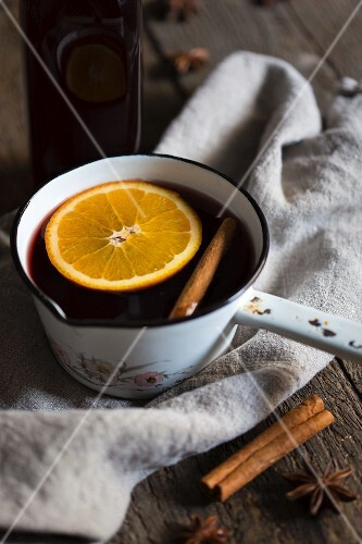 Punch with an orange slice, cinnamon and star anise