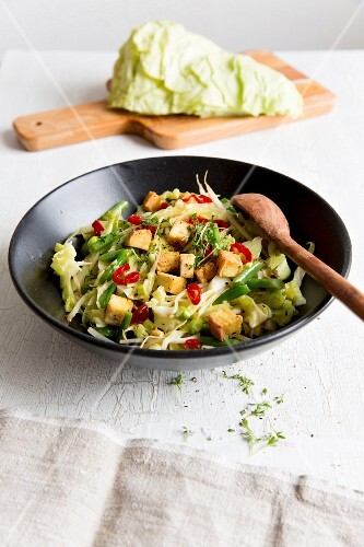 Stir-fried vegetables with tofu and pointed cabbage